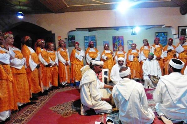 Maroc - Groupe folklorique à Ouarzazat