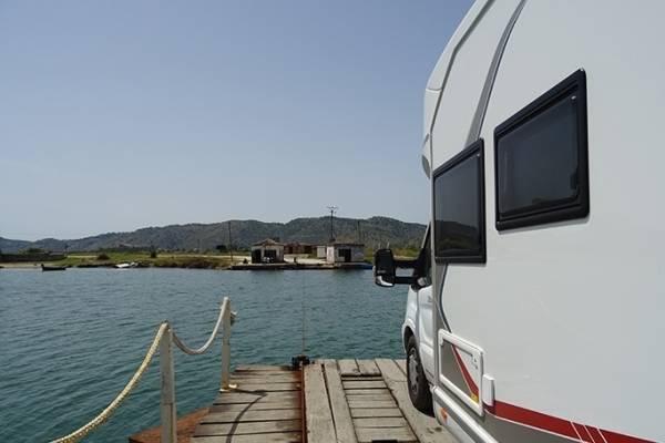 Albanie, traversée par le bac de Butrint