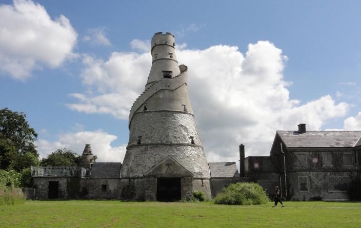 Barn monument